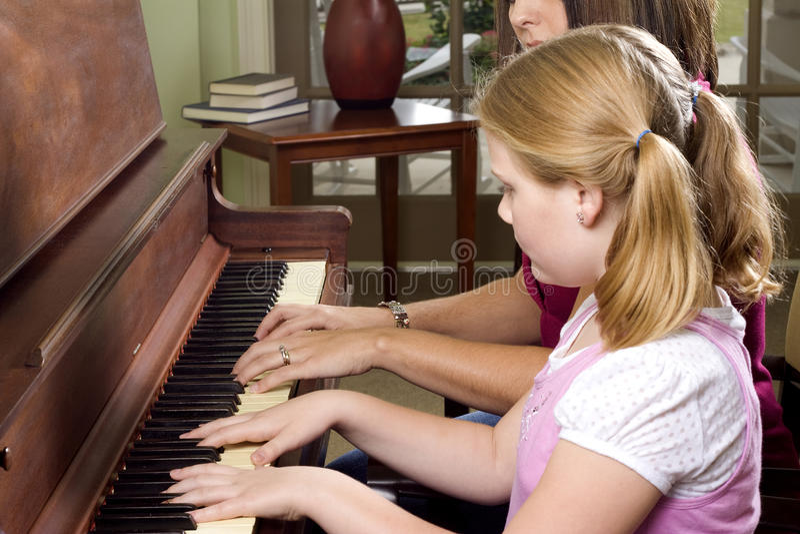 Klavierlektion stockfoto