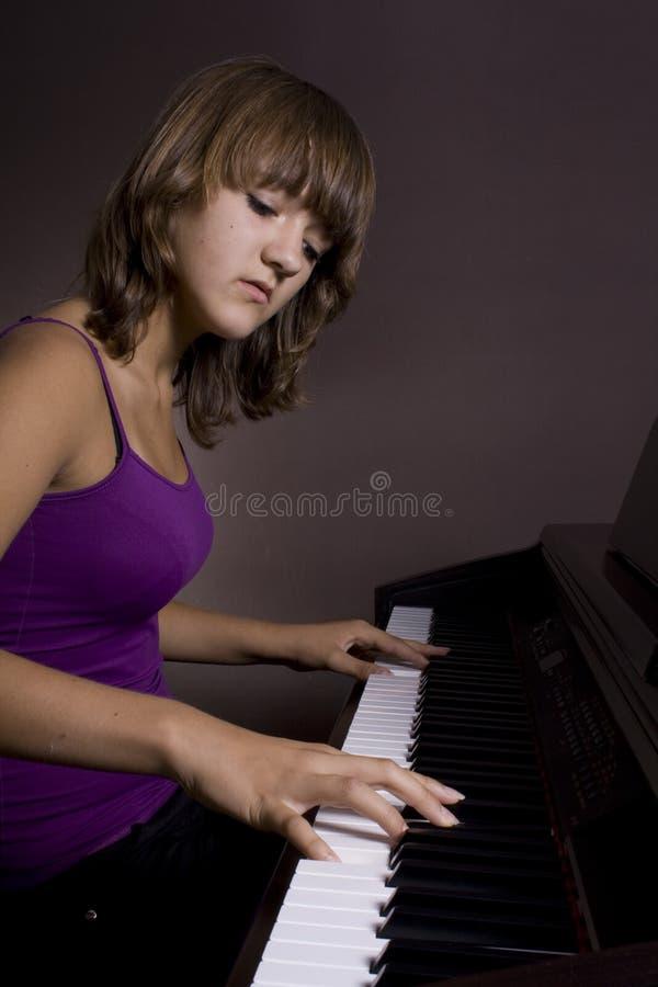 Klaviermädchen #1 lizenzfreie stockbilder