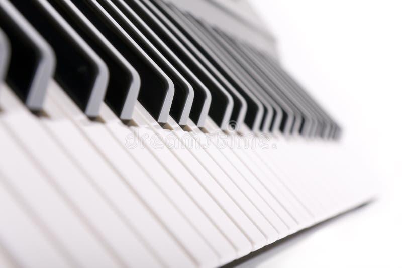 Klaviertasten auf Weiß stockfotos