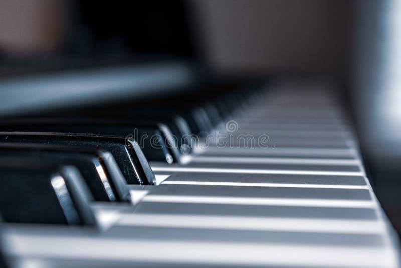 Klawiaturowi fortepianowi klucze up zamknięci fotografia stock