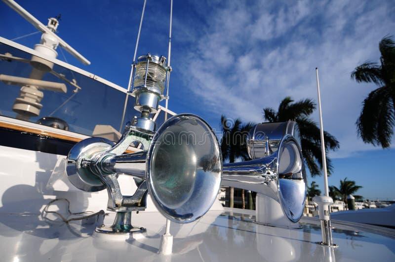 Klaxon et lumière de bateau photos stock