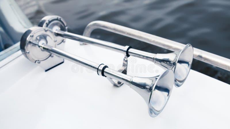 Klaxons électriques de bateau inoxydable avec la trompette de chrome image stock