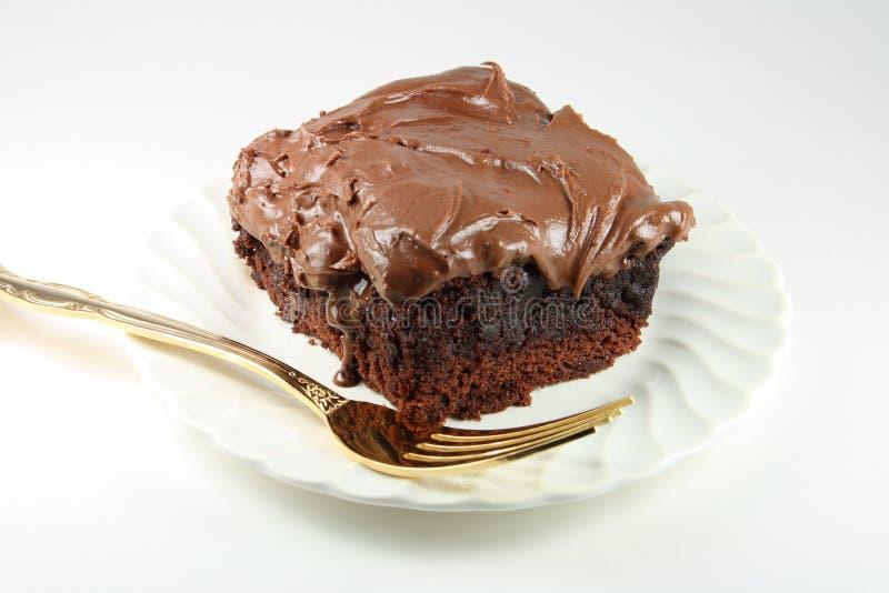 Download Klebrige Schokolade Bereifter Schokoladenkuchen Mit Goldener Gabel. Stockbild - Bild von bereift, überzogen: 9095601