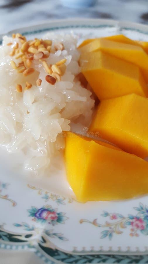 Klebriger Reis der Mangofrucht stockfotos