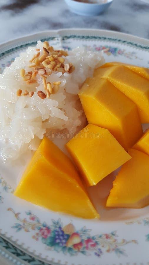 Klebriger Reis der Mangofrucht lizenzfreie stockfotos