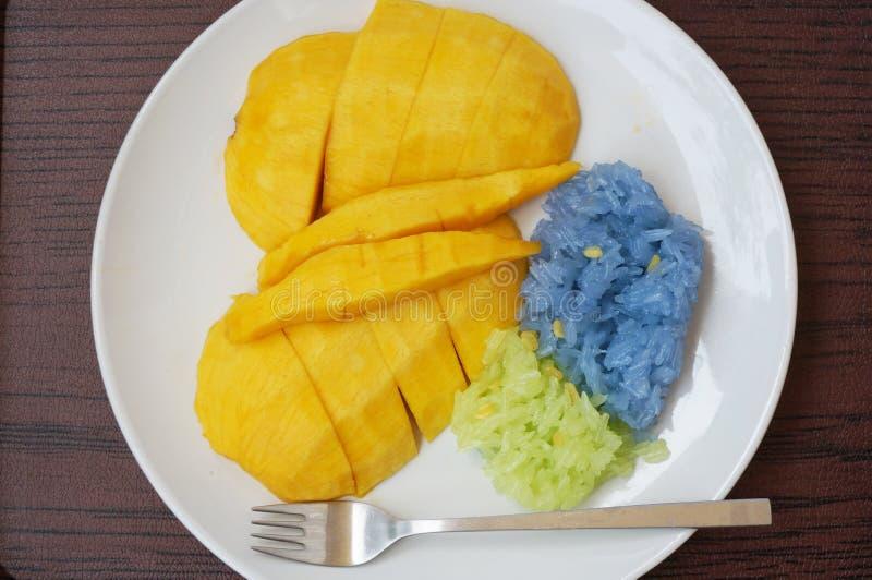 Klebriger Reis mit süßer Mango stockbild