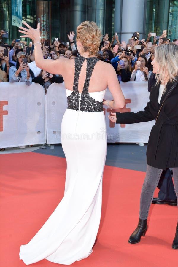 Kleding van Kate Winslet bij ` de Berg tussen ons ` in 2017 Internationaal Toronto royalty-vrije stock afbeeldingen