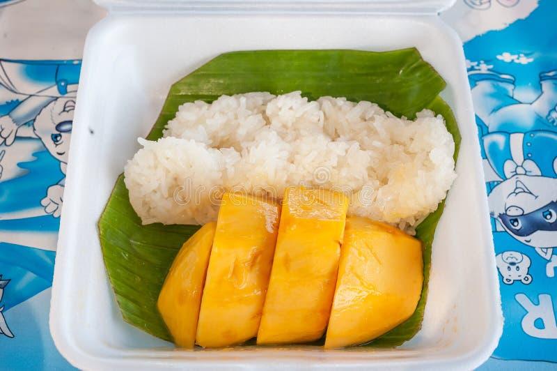 Kleiści ryż z mango, klasyczny Tajlandzki deser zdjęcie royalty free