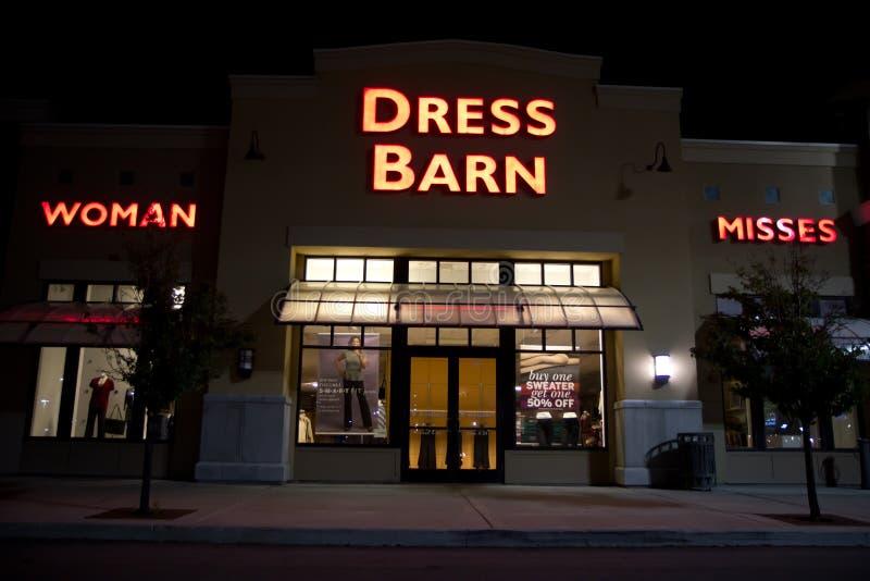 Kleid-Barne-Gebäude @ Nacht lizenzfreie stockfotografie