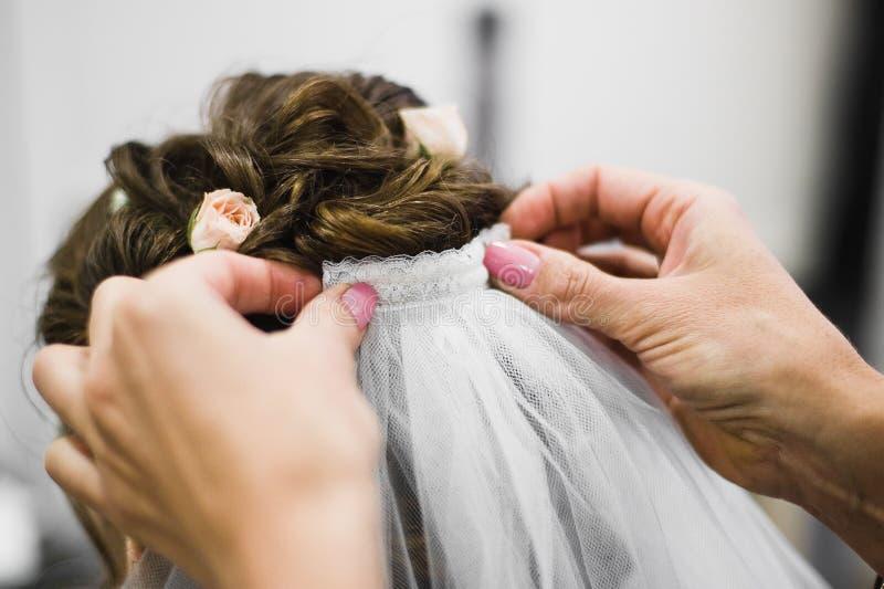 Kleiden für die Hochzeit stockbild