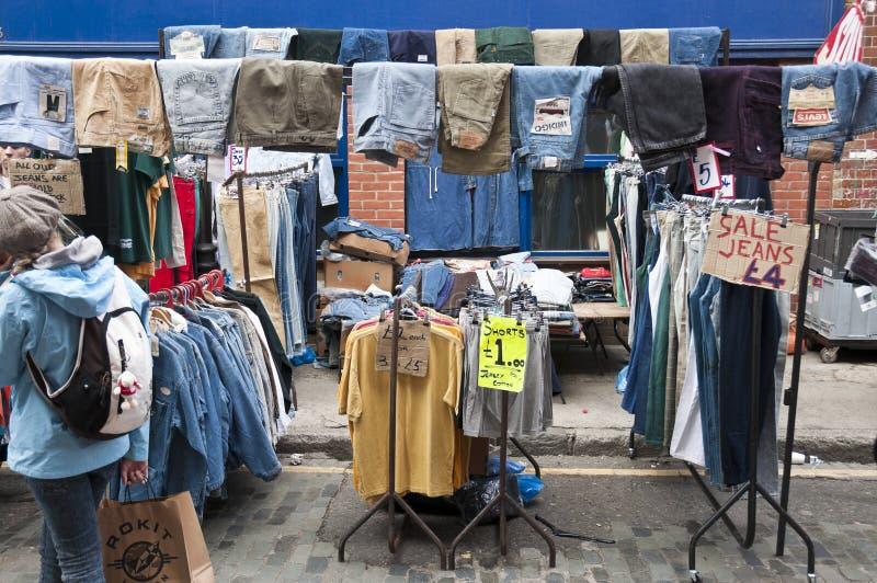Kleidender Strömungsabriß im Bricklane Markt stockfoto