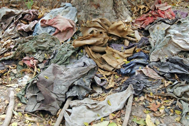 Kleidung auf den Tötungs-Gebieten, ein Denkmal zu den Opfern lizenzfreies stockbild