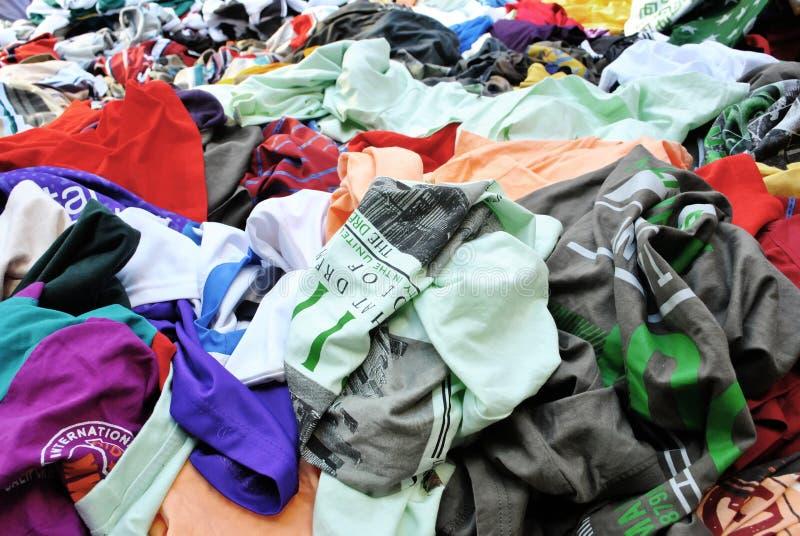 Kleidung und Farben lizenzfreie stockfotografie