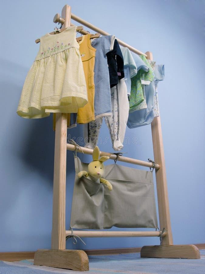 Kleidungaufhängung stockfotos