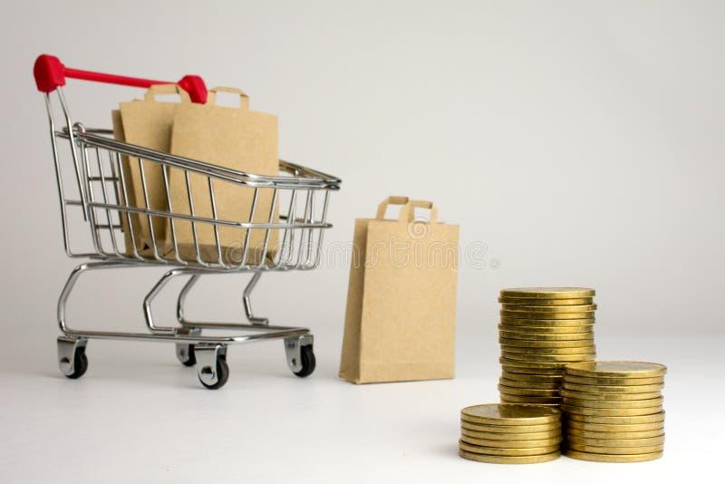 Kleidungs-Website zu kaufen, wenn Sie Geld sparen möchten stockfoto