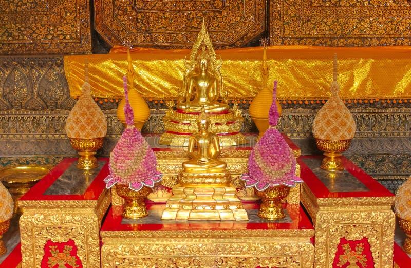 Klein altaar van verering bij Tempel van Emerald Buddha, Groot Paleis, Bangkok royalty-vrije stock afbeeldingen