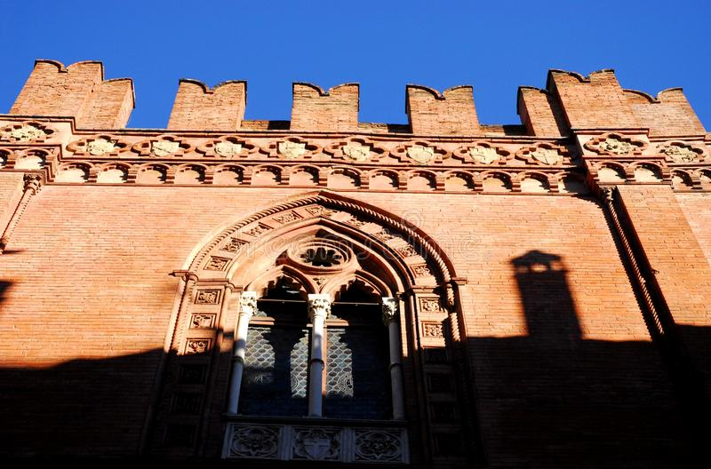 Klein balkon van een oud gebouw in Bologna in Emilia Romagna (Italië) royalty-vrije stock foto