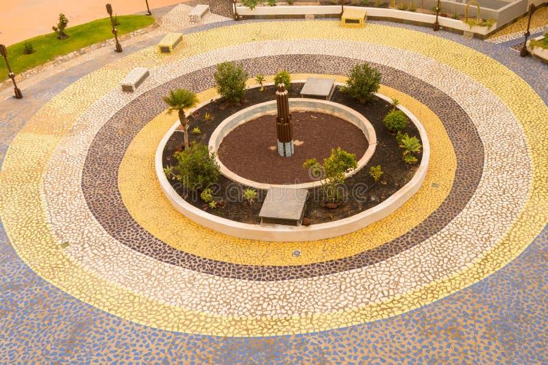 Klein die vierkant van verscheidene mozaïekcirkels binnen wordt gemaakt van verscheidene kleuren royalty-vrije stock foto's
