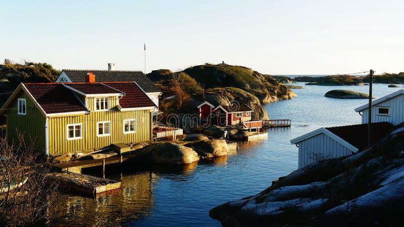 Klein dok voor boten op de fjord royalty-vrije stock foto