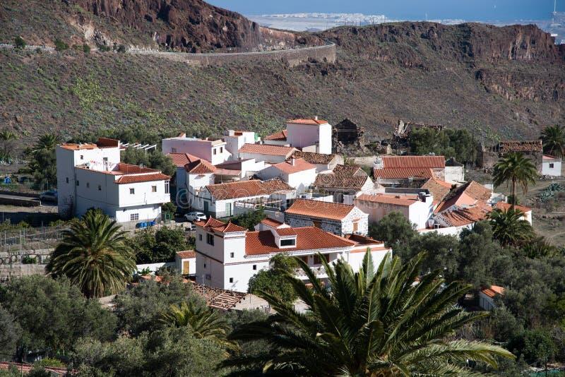 Klein dorp in bergen royalty-vrije stock fotografie