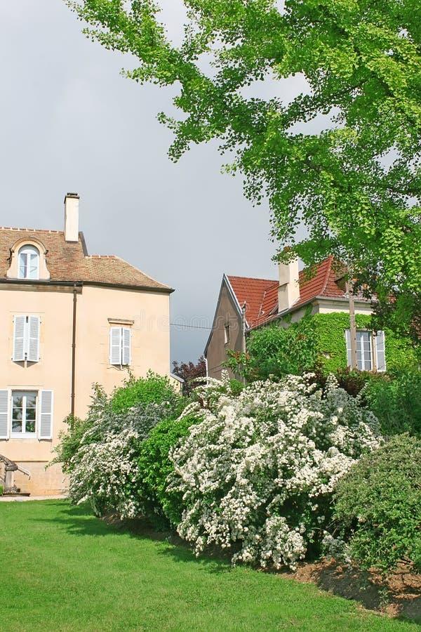 Klein dorp in Bourgondië, Frankrijk stock afbeelding