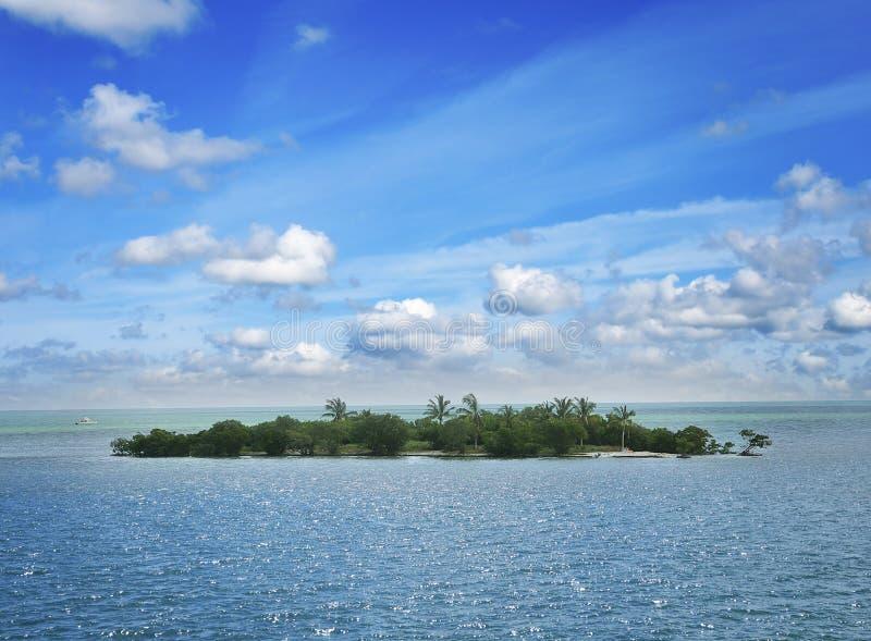 Klein Eiland in de Oceaan royalty-vrije stock afbeeldingen