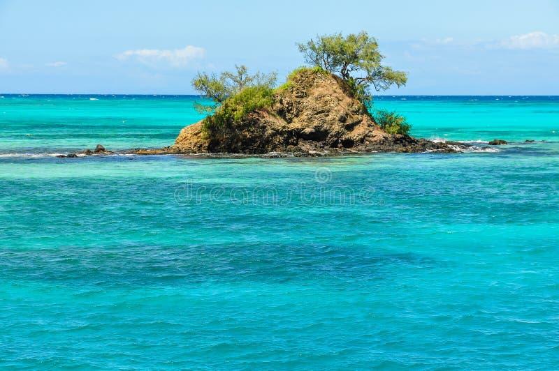 Klein eiland dichtbij Nacula-Eiland in Fiji stock foto's