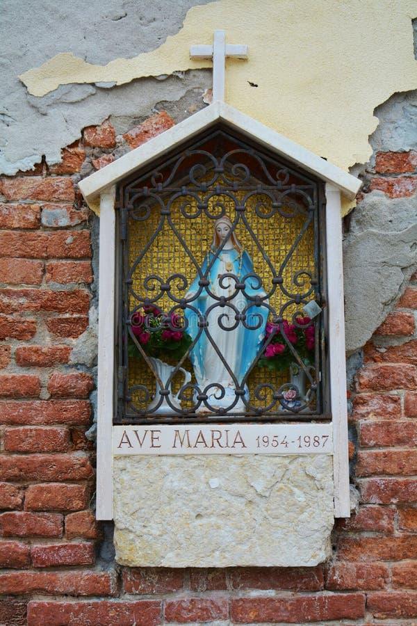 Klein heiligdom, Ave Maria standbeeld, Venetië, Italië stock afbeelding
