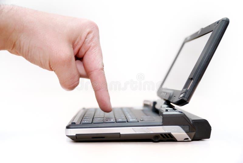Klein kan laptop zijn stock afbeeldingen