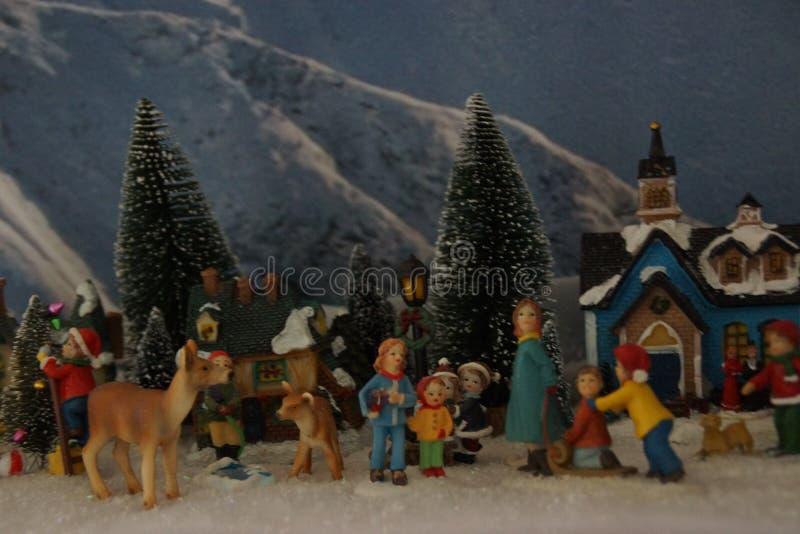 Klein miniatuurdorp met Kerstmisdecoratie stock afbeelding