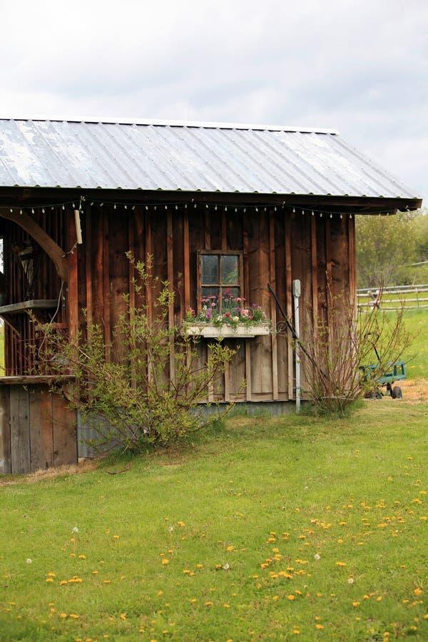 Klein oud huis op boerderij royalty-vrije stock foto