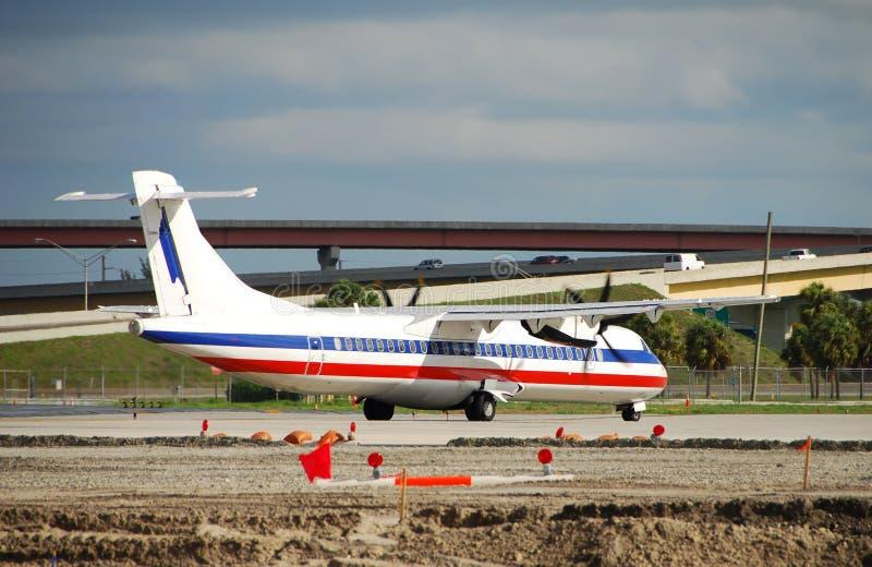 Klein passagiersvliegtuig stock afbeelding