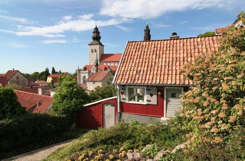 Klein Plattelandshuisje in Middeleeuwse stad stock foto's