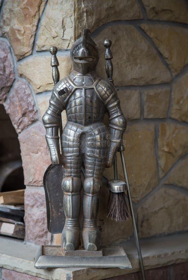 Klein ridderstandbeeld voor open haard het cliening royalty-vrije stock afbeeldingen