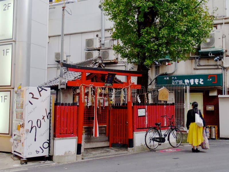 Klein shintoheiligdom op Umeda-gebied stock fotografie