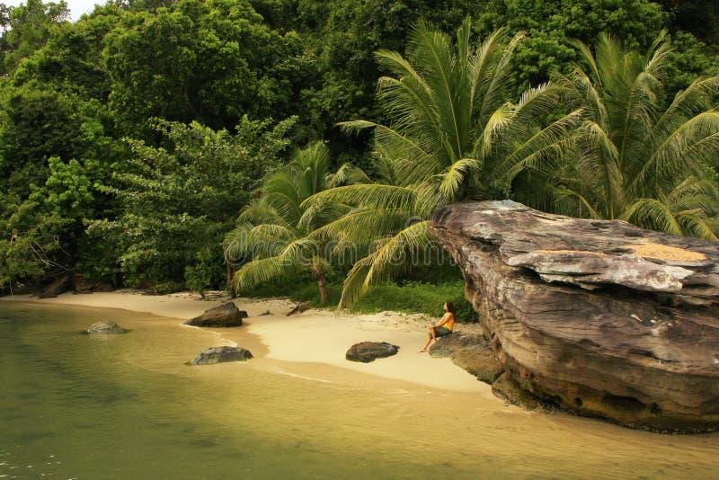 Klein strand bij het Nationale Park van de Riem, Kambodja stock foto's