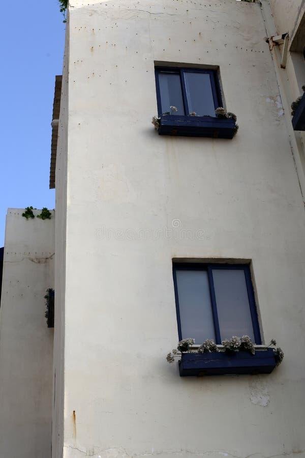 Klein venster in een grote stad royalty-vrije stock foto