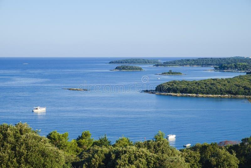 Klein verlaten eiland royalty-vrije stock fotografie