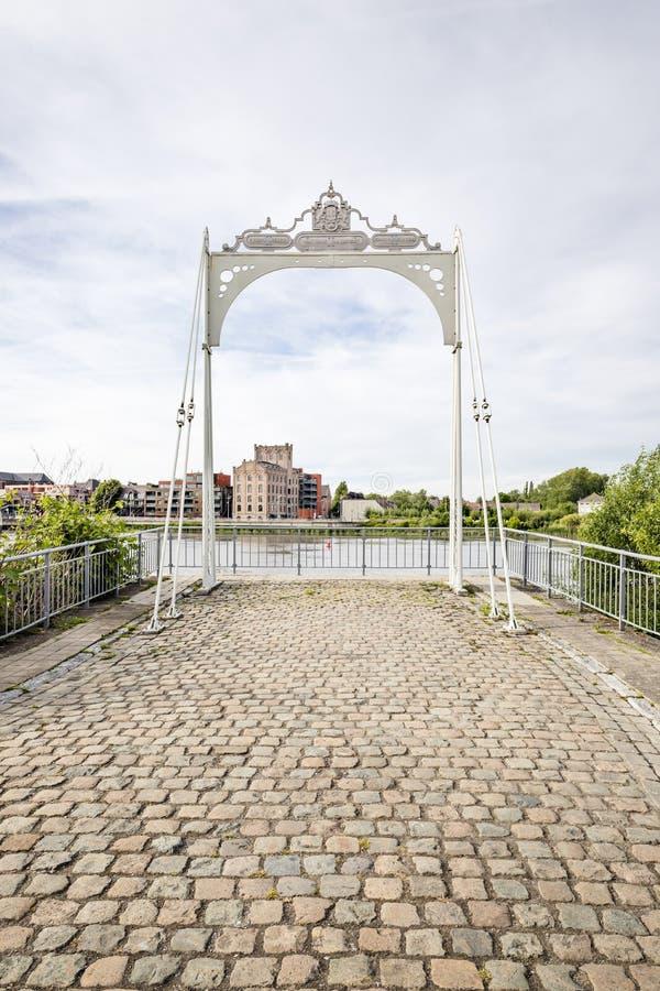 Klein Willerbroek, B?lgica - 22 de maio de 2019 - sobras da ponte de Van Enschodt atrav?s do rio Rupel fotografia de stock royalty free