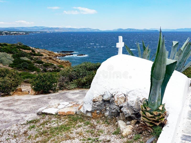 Klein wit Agios Nikolaos Church, Rafina, Griekenland stock afbeelding