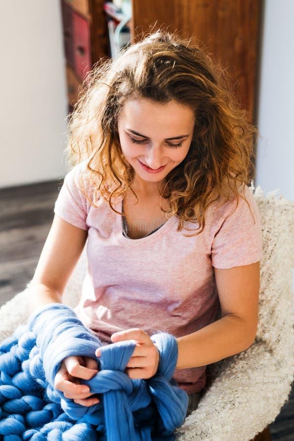 Kleinbetrieb einer jungen Frau stockbilder
