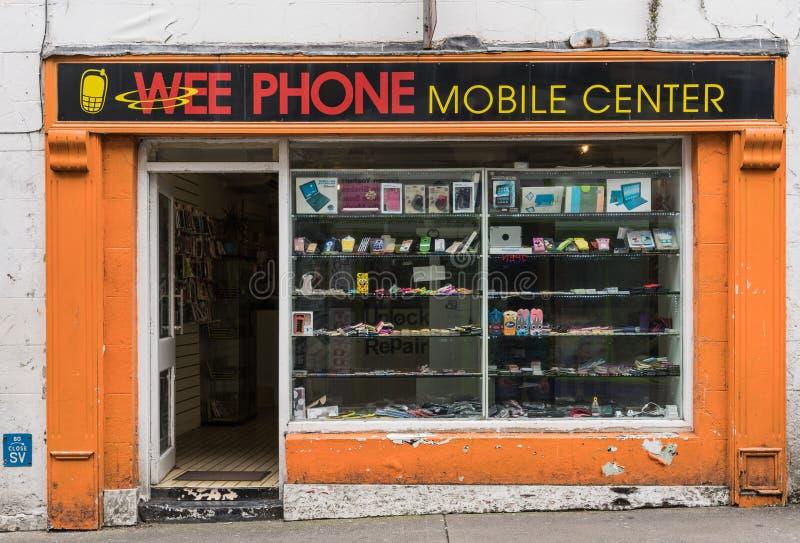 Kleinbetriebhandyshop in Galway, Irland stockbilder
