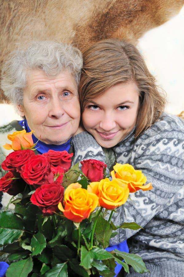 Kleindochter met grootmoeder royalty-vrije stock foto
