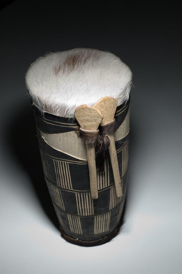Kleine Afrikaanse trommel door Nicolas Lammens stock afbeeldingen