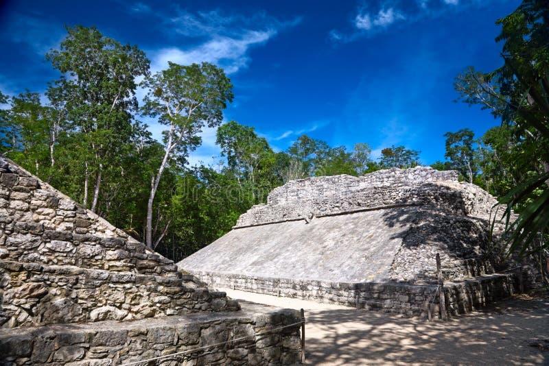 Kleine ballcourt voor het oude mayan spel royalty-vrije stock foto's