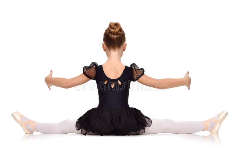 Kleine Ballerina gesessen auf Schnur stockbilder