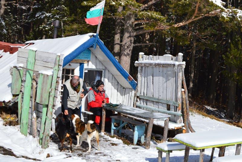 Kleine Berghütte errichtet von den lokalen Touristen stockbilder