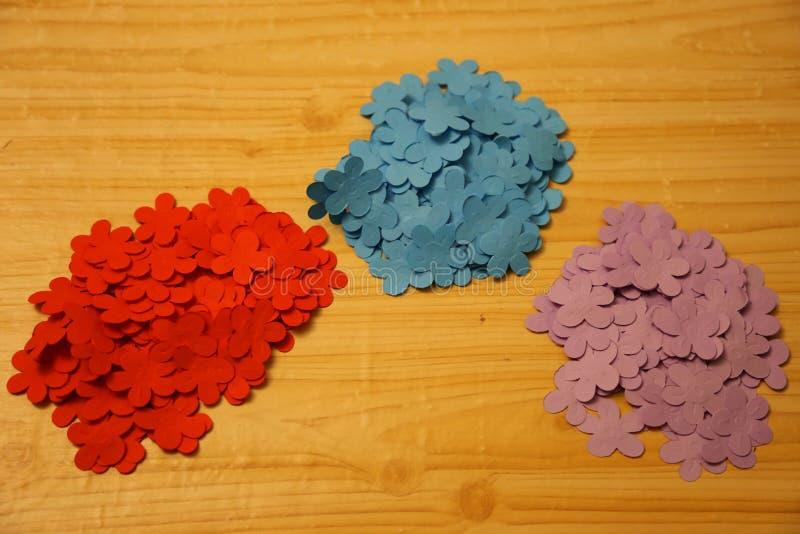 Kleine bloemen van gekleurd document royalty-vrije stock afbeeldingen