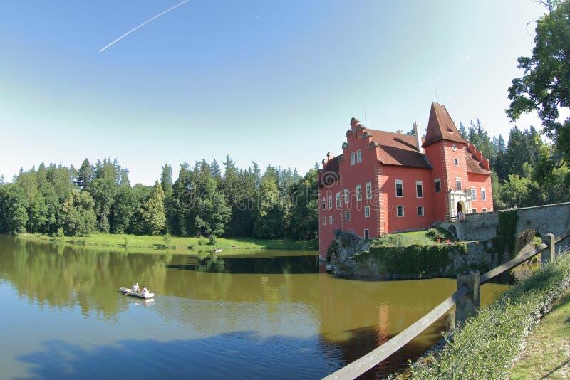 Kleine boot in Cervena Lhota, Tsjechische Republiek stock fotografie