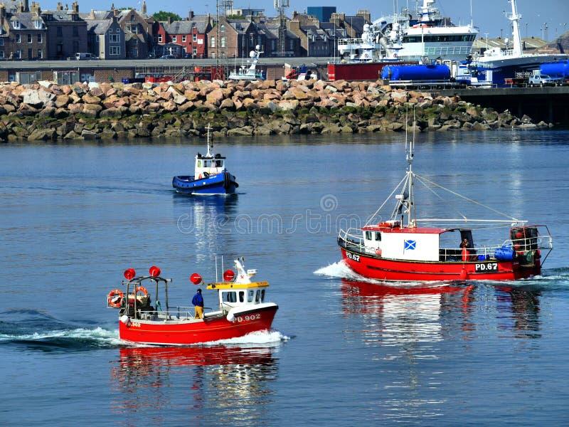 Kleine boten in Havenscène royalty-vrije stock afbeelding